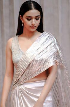 Bollywood Bikini, Bollywood Actress Hot, Bollywood Saree, Most Beautiful Indian Actress, Beautiful Actresses, Keerthy Suresh Hot, Keerti Suresh, Hot Actresses, Indian Actresses