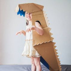 Kids are love dinosaur crafts. Boys and also girls alike are so enchanted with dinosaurs. Below are some innovative concepts of dinosaur craft to spark their creative thinking! Cardboard Costume, Cardboard Toys, Cardboard Playhouse, Cardboard Crafts Kids, Cardboard Furniture, Projects For Kids, Diy For Kids, Crafts For Kids, Dino Costume