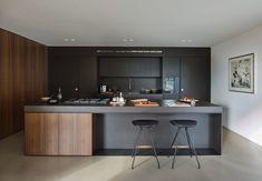 16 Divine Modern Kitchen Designs With Curved Kitchen Island Curved Kitchen Island, Granite Kitchen, Kitchen Countertops, Contemporary Kitchen Interior, Modern Kitchen Design, Interior Decorating Styles, Home Interior Design, Interior Doors, Living Room Kitchen