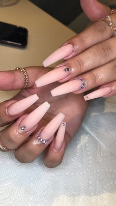 It's time to transform your dull and plain nails with these 35 stylish pointy stiletto nails designs. Truly, you can attract the crowd with just your nails! Aycrlic Nails, Glam Nails, Bling Nails, Stiletto Nails, Hair And Nails, Nagel Bling, Fire Nails, Coffin Nails Long, Ballerina Nails