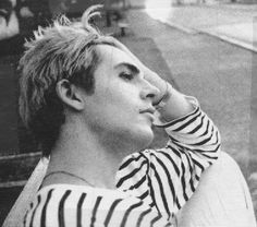 What a great pic of Nick Nick Rhodes, Great Bands, Cool Bands, Roger Taylor Duran Duran, Amazing Songs, Band Pictures, John Taylor, Secret Crush, Romantic Outfit