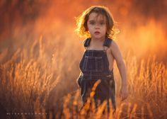 Natural light photography expert, Lisa Holloway, shows how she created backlight with natural light for dreamy outdoor natural light portrait shots. Portraits, Portrait Shots, Portrait Photographers, Artistic Photography, Creative Photography, Heart Photography, Photography Ideas, Lisa Holloway, Photo D Art