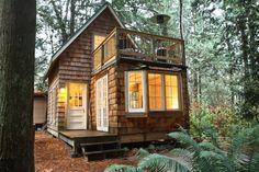 Dai un'occhiata a questo fantastico annuncio su Airbnb: Gingerbread cottage a Point Roberts