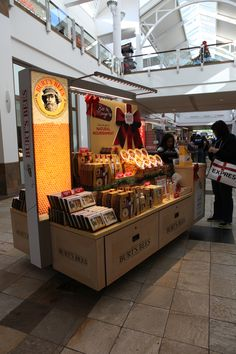 Burts bees kiosk on behance shop киоск, дизайн кафе, кафе. Kiosk Design, Retail Design, Store Design, Kiosk Store, Mall Kiosk, Food Kiosk, Honey Packaging, Cosmetic Shop, Pop Up Shops