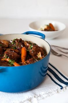 How to cook oxtail Slow cooked in red wine and stock, this tasty oxtail recipe is flavoursome and super straightforward to prepare. A worthwhile classic to master. The post How to cook oxtail & Wine Deals appeared first on Oxtail recipes . Oxtail Recipes Crockpot, Meat Recipes, Slow Cooker Recipes, Dinner Recipes, Cooking Recipes, Curry Recipes, Cooking Food, Cooking Ideas, Dinner Ideas