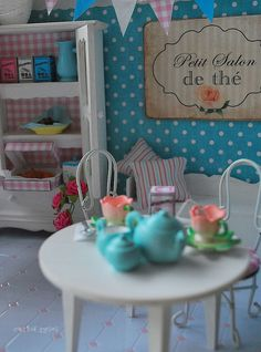 rement miniatures in shabby chic scene