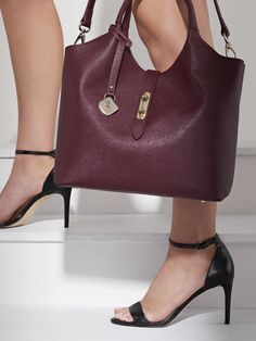 The NEW Magnate Handbag is the power piece your wardrobe has been waiting for. Premium practicality embodied, this luxurious bag comes complete with a luxe microsuede removable organiser for paperwork, technology and other essentials. Working Woman, Work Wear, Waiting, Essentials, Technology, Luxury, Lion, Leather, Bags