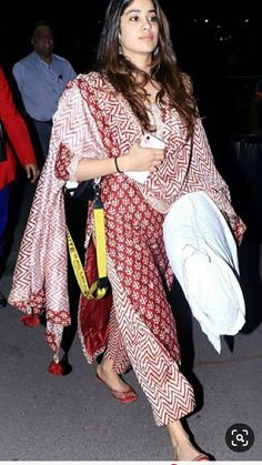 Kurta Designs Women, Kurti Neck Designs, Kurti Designs Party Wear, Salwar Designs, Dress Indian Style, Indian Dresses, Indian Outfits, Indian Attire, Indian Wear