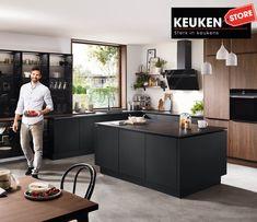 De zwarte keuken is anno 2021 heel populair. Begrijpelijk want zwart is chique, stoer, maar ook modern en industrieel! Kies voor een volledig zwarte keuken, inclusief keukenblad, of maak een mooie combi met bv. hout. Keuze te over! #zwartekeuken #industrielekeuken #modernekeuken #2021 #exlusievekeuken #keuken #keukeninspiratie #luxekeuken #populairekeuken #interieurinspiratie #wooninspiratie #stijlvollekeuken #stoerekeuken #keukenstore Murcia, Kitchen Island, Cabinet, Storage, Table, Furniture, Home Decor, Modern, Shopping