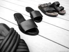 linesmanner.com Slides situation. Off-Duty footwear. Textured minimal vibes.