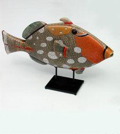 MAN OF EARTH Baliste léopard orange émaillé Céramique d'art Raku Les poissons statues et décoration céramique d art - Paris France