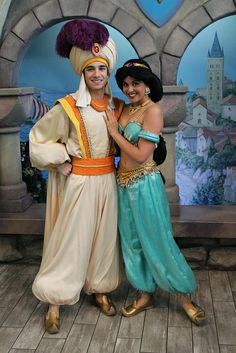 Princess Jasmine and Prince Aladdin in Disneyland Disney Characters Costumes, Disney World Characters, Princess Jasmine Costume, Princess Costumes, Couple Halloween Costumes, Teen Costumes, Woman Costumes, Pirate Costumes, Group Costumes