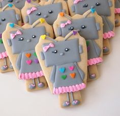 Robot Girl Cookies from a Present Cutter   Make Me Cake Me