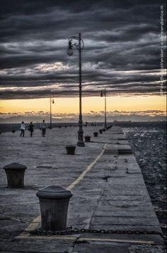 (via Bora estiva a Trieste: la foto di Sergio Verzier | Bora.La - notizie e opinioni su Trieste, Gorizia e el Litoràl Adriatico)