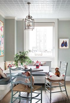 Have an awkward corner in your home where you want to create a beautiful dining area? Here's the ultimate dining room decor guide for cozy nooks to inspire you! | Dining Room Ideas. Dining Room Decor. Breakfast Nooks #diningroom #diningroomideas #kitchen See more at: http://diningroomideas.eu/dining-room-decor-guide-cozy-nooks/
