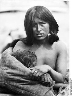 Woman with child. From Nazi's Tibetexpedition.Photographer 	Beger, Bruno. 1938