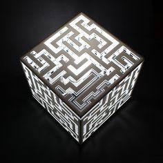 Lampada-tavolo-labirinto-plexiglass-design-moderno-bianca-plexiartglass-http://www.plexiartglass.it/lamp-design/35-lampada-da-tavolo-labirinto.html