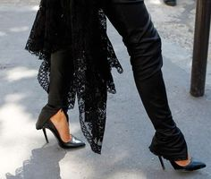 Black leather and lace...oh how I ℒℴvℯ this!!!