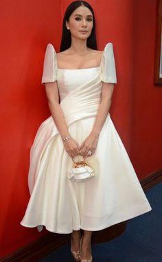 Heart Evangelista Wedding Gown Box - pincharmaine bruington on asian in 2019 Modern Filipiniana Gown, Filipiniana Wedding, Wedding Gowns, Philippines Dress, Heart Evangelista, Filipino Fashion, Grad Dresses, Celebrity Dresses, Beautiful Gowns