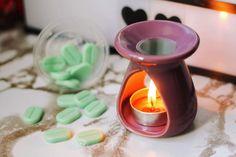 Prvá várka vianočných noviniek je už na e-shope ❄️ A čoskoro tam pribudnú ďalšie novinky! 😍 Toto je vôňa Jack Frost, ktorá je ideálna pre osvieženie domova a navodenie kúzeľnej atmosféry 🔥 Je to krásna sviatočná zmes mäty priepornej s náznakom krémovej vanilky ♥️ Jack Frost, Candle Holders, Candles, Porta Velas, Candy, Candle Sticks, Candlesticks, Candle, Candle Stand
