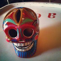 #Calavera importada do #México (Guacamole Store), feita artesanalmente, de argila resinada, temos vários tamanhos e tipos (R$ 165). (at Antiquário XIII)