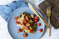 kremet squashpasta med laks og tomater - Caroline Berg Eriksen