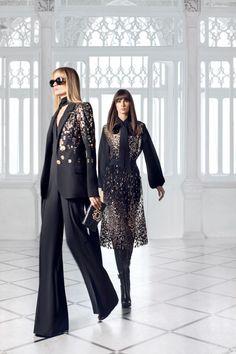 Elie Saab Couture, Fashion Week, High Fashion, Fashion Outfits, Style Année 70, International Fashion Designers, Fashion Show Collection, Beautiful Dresses, Autumn Fashion