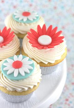 So cute! Cupcakes with blue and coral daisies on top #wedding #weddingcupcakes #cupcakes #floral #daisy