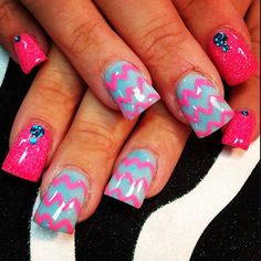 Pink and turquoise acrylic nail art #chevronnails
