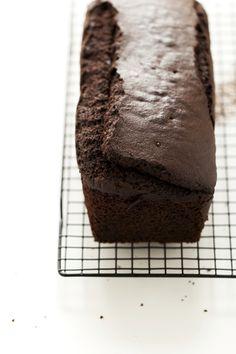 Sembra il classico #plumcake al #cioccolato ma questa versione nasconde una #sorpresa. Armatevi di formina per biscotti! #ricetta #merenda - #Surprise inside #chocolate plumcake :) #recipe #sweet #cake