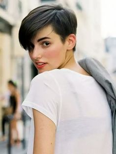 Short haircut, no makeup and white tee - great style...!
