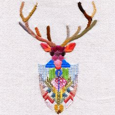Si no tienes en mente aún tu propio proyecto elaboraremos un moderno muestrario con muchas y coloridas puntadas, utilizaremos materiales de mi taller, tejido de panamá (algodón 100%) con hilos de distintas texturas.Si te apetece desarrollar tu p