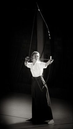 Kyudo by Rafael Scheidle Samurai, Mounted Archery, Black And White People, Traditional Archery, Traditional Japanese, Tough Girl, Kendo, Poses, Aikido