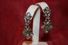 VINTAGE CLEAR CRYSTAL DANGLE CLIP EARRINGS IN SILVERPLATE BAQUETTES & ROUNDS