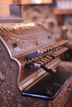 Old cash register. Photo taken by Rosaspina Vintage.