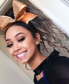 Cheerleading Makeup, Cheer Makeup, School Cheerleading, Cheerleading Chants, College Cheer, Cute Cheer Hairstyles, Cheerleader Hairstyles, Cheer Pictures, Cheer Pics