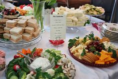 Baby Shower Food Menu Appetizers Mini Sandwiches Ideas For 2019 Baby Shower Food Menu, Baby Shower Brunch, Baby Showers, Mini Sandwiches, Bridal Shower Sandwiches, Wedding Buffet Food, Wedding Foods, Food Buffet, Food Trays