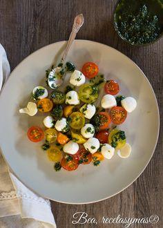 Ensalada de tomatitos cherry, mozarella con vinagreta de albahaca