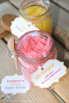 Sugar scrub recipes are easier to make than you'd think. Just a few ingredients and you'll be making handmade sugar scrubs in no time! Sugar Scrub Homemade, Sugar Scrub Recipe, Diy Body Scrub, Diy Scrub, Hand Scrub, Cool Diy, Zucker Schrubben Diy, Valentines Treats Easy, Raspberry Extract