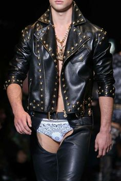 Versace fall winter 2014 2015 leather studs briefs print belt gold chains chunky model ramp Leather Fashion, Leather Men, Leather Pants, Vogue Paris, Fashion Moda, Mens Fashion, Grunge Fashion, Mens Leotard, Lingerie For Men