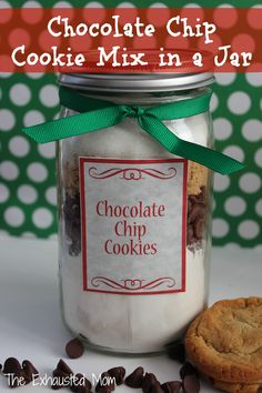 A fun gift idea with items you may have in your pantry already. Chocolate Chip Cookie Mix in a Jar (with printable)