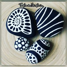 813 images about Kreativ - Rock / Stone / Pebble Art on We Heart It Pebble Painting, Dot Painting, Pebble Art, Stone Painting, Stone Crafts, Rock Crafts, Arts And Crafts, Pebble Stone, Stone Art