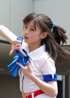 Hashimoto Kanna Discussion in 'The Idol Emporium' started by mayuoshi, Dec DOB: Feb. 1999 Birthplace: Fukuoka Blood type: AB Height: Weight: Measurements: Agency: Active Hakata This is the picture that made her famous.