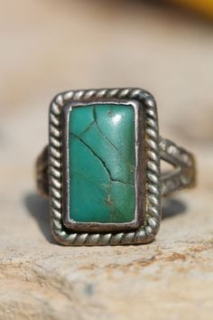 VINTAGE NAVAJO STERLING SILVER BLUE & RECTANGULAR TURQUOISE STAMP DECORATED RING