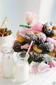 merienda, donuts, chic, style, glamour, flores, flowers, spring, primavera www.PiensaenChic.com