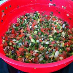 Homeade Salsa Tomatos peppers pepper cans of chopped black olives cilantro avacados olive oil lime juice limes) salt Chop everything up, add lime juice, oil & salt to taste. Juice 2, Lime Juice, Skinny Recipes, Vegan Recipes, Mexican Food Recipes, Whole Food Recipes, Avacado Salsa, Healthy Cooking, Healthy Eating