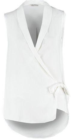 """Pin for Later: In diesem Frühjahr wird die weiße Bluse vom Büro-Klassiker zum echten Hingucker  Miss Selfridge """"Tuxedo"""" Bluse weiß (36 €)"""