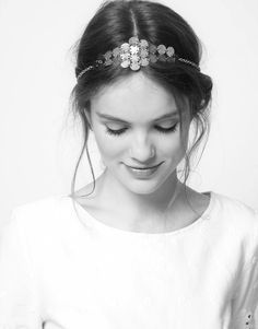 straight or waves, that doesn't matter. Take a headband and make a bun, you look fabulous, always! with this haricut!