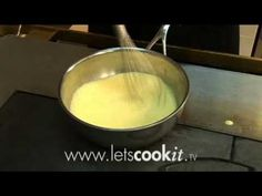 Zo maak je zelf Hollandaise saus