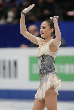 紀平梨花 フリーで巻き返し誓う | Moment日刊ゲンダイ Russian Figure Skater, Alina Zagitova, 2018 Winter Olympics, Figure Skating Costumes, Ice Girls, Team Events, Medvedeva, Olympic Athletes, Olympic Champion